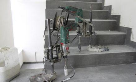 плиточные работы на лестнице