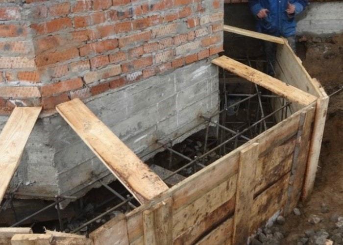 укрепление фундамента в старом частном доме