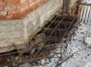 усиление фундамента домов, заборов и зданий на склоне
